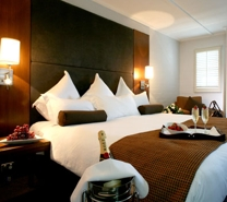 Courtyard-room-champagne